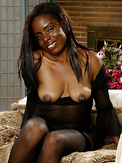 Black MILF Pics