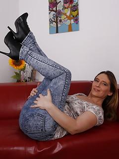MILF Jeans Pics
